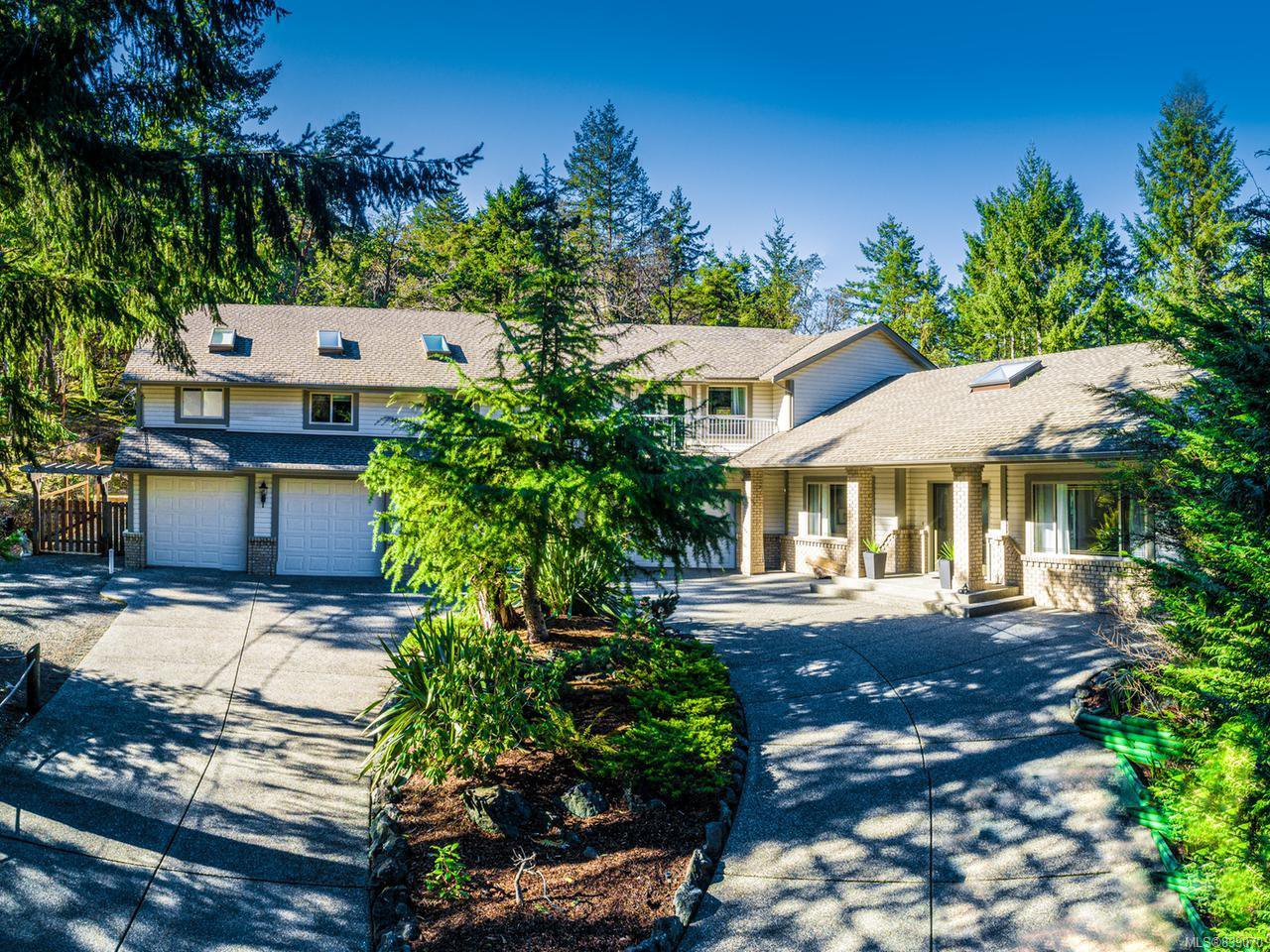Main Photo: 2245 Florence Dr in NANOOSE BAY: PQ Nanoose House for sale (Parksville/Qualicum)  : MLS®# 839070