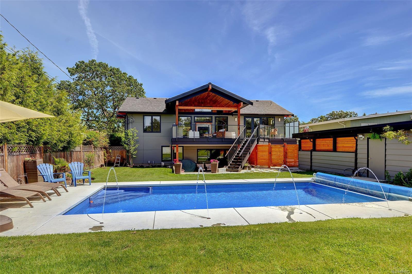 Main Photo: 3420 Woodburn Ave in Oak Bay: OB Henderson Single Family Detached for sale : MLS®# 841872