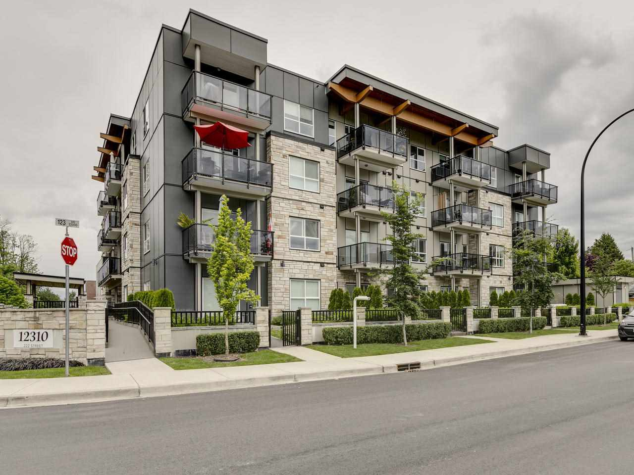 Main Photo: 109 12310 222 STREET in Maple Ridge: West Central Condo for sale : MLS®# R2461879