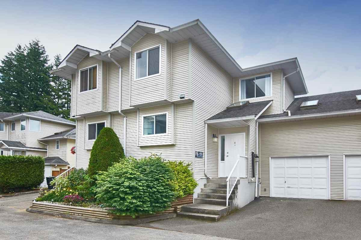 """Main Photo: 4 19240 119 Avenue in Pitt Meadows: Central Meadows Townhouse for sale in """"CENTRAL MEADOWS"""" : MLS®# R2411228"""