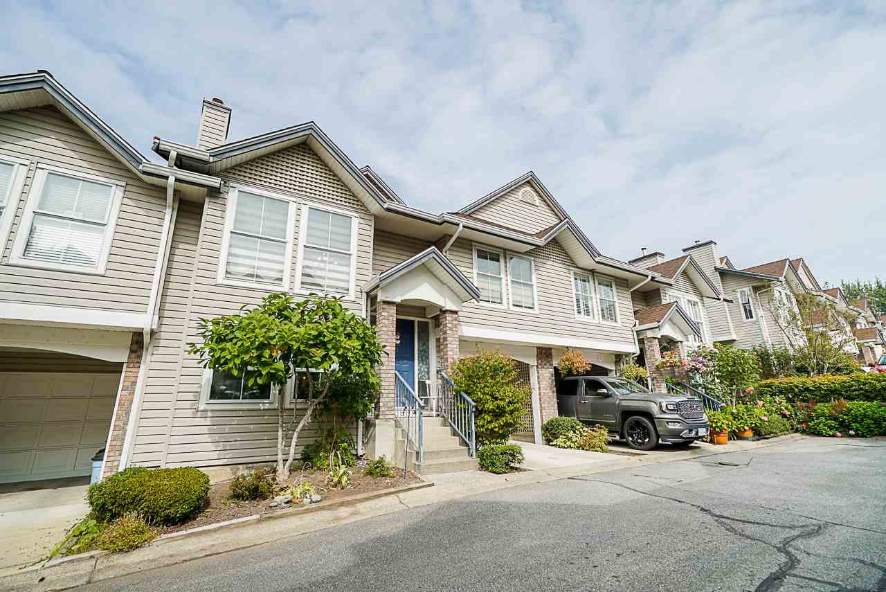 """Main Photo: 17 8716 WALNUT GROVE Drive in Langley: Walnut Grove Townhouse for sale in """"Willow Arbour"""" : MLS®# R2498725"""