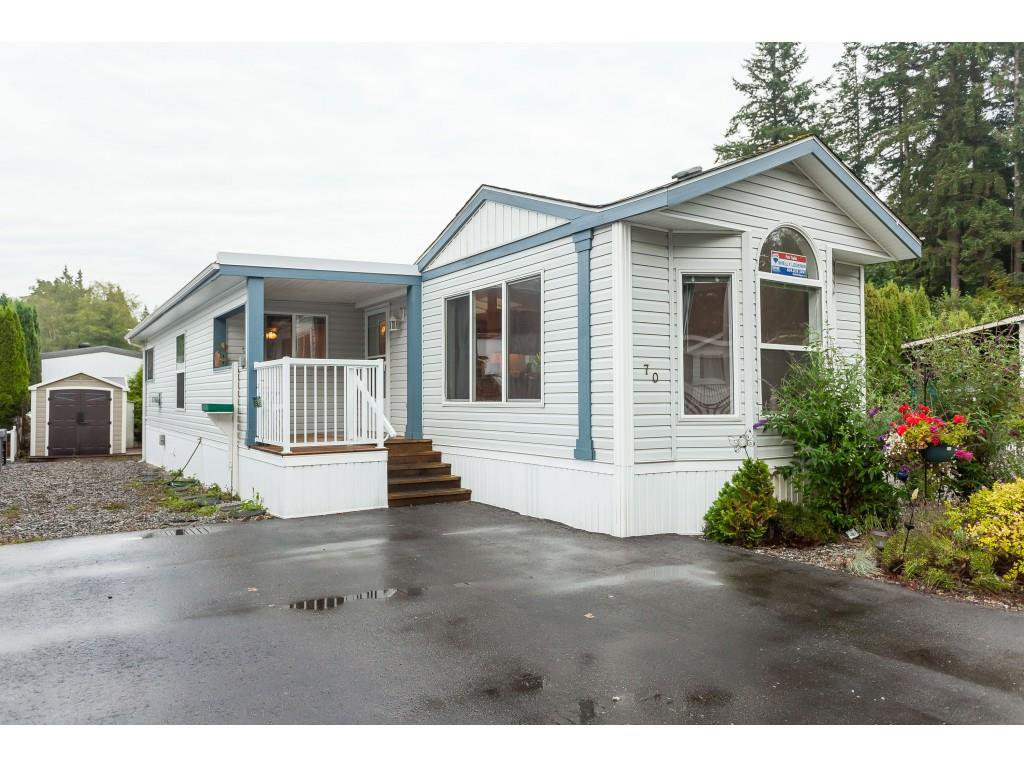 "Main Photo: 70 2270 196 Street in Langley: Brookswood Langley Manufactured Home for sale in ""Pineridge Park"" : MLS®# R2398738"