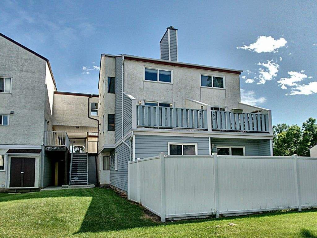 Main Photo: 221 LANCASTER Terrace in Edmonton: Zone 27 Townhouse for sale : MLS®# E4220767