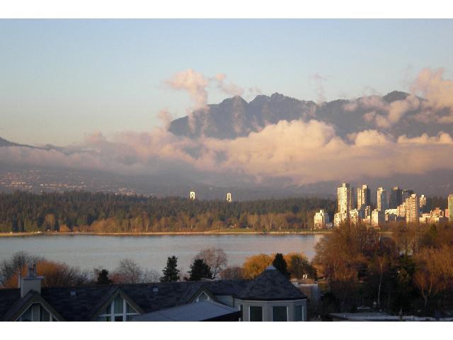 Main Photo: 307 2211 W 2ND Avenue in Vancouver: Kitsilano Condo for sale (Vancouver West)  : MLS®# V857369