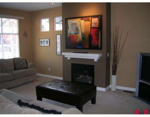 """Photo 3: Photos: 26 6050 166TH Street in Surrey: Cloverdale BC Townhouse for sale in """"WESTFIELD"""" (Cloverdale)  : MLS®# F2831331"""