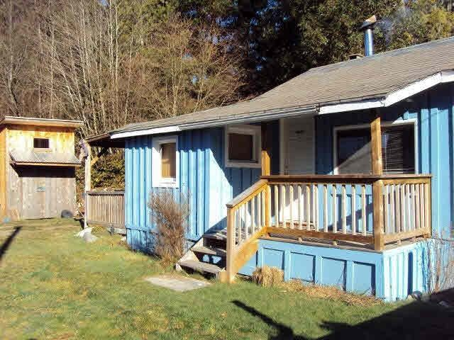 "Main Photo: 4604 WHITAKER Road in Sechelt: Sechelt District House for sale in ""DAVIS BAY"" (Sunshine Coast)  : MLS®# R2420120"