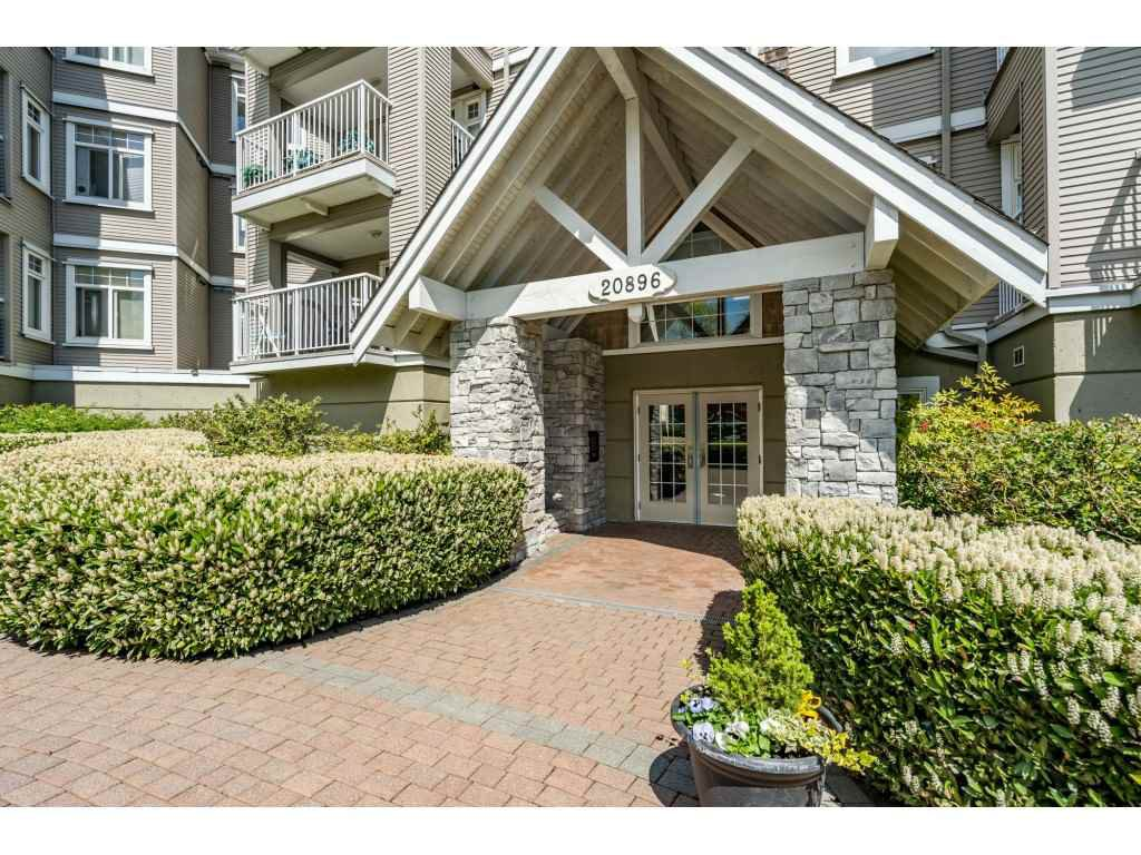 "Main Photo: 107 20896 57 Avenue in Langley: Langley City Condo for sale in ""BAYBERRY LANE"" : MLS®# R2452452"