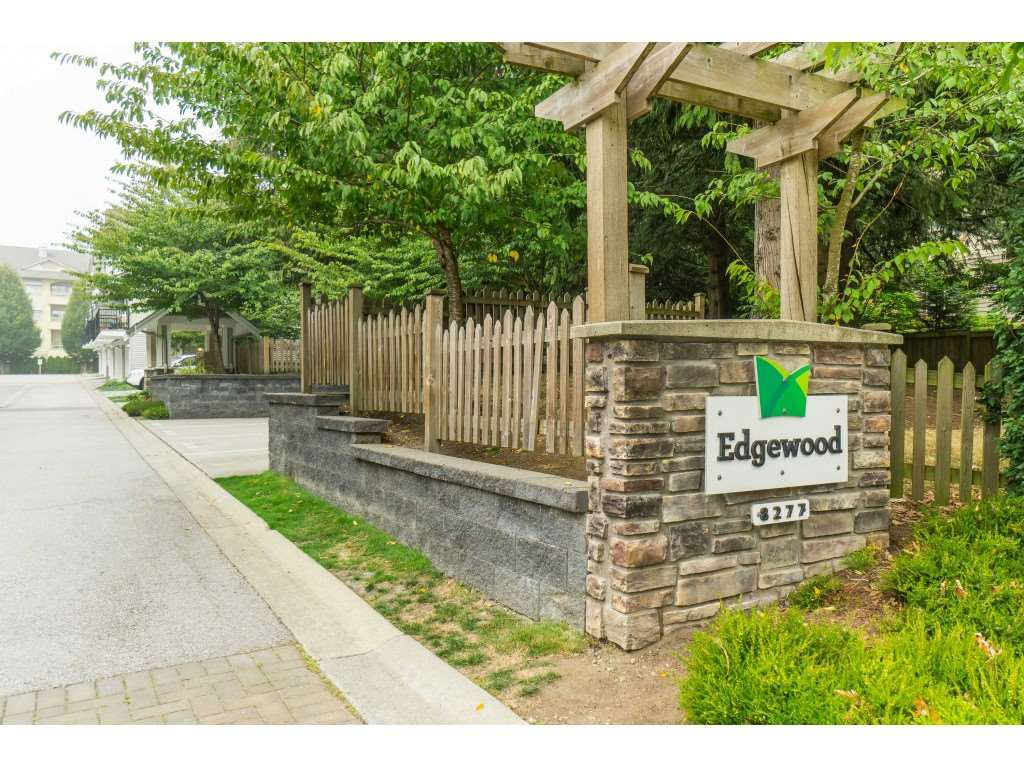 "Main Photo: 17 8277 161 Street in Surrey: Fleetwood Tynehead Townhouse for sale in ""Edgewood"" : MLS®# R2497013"