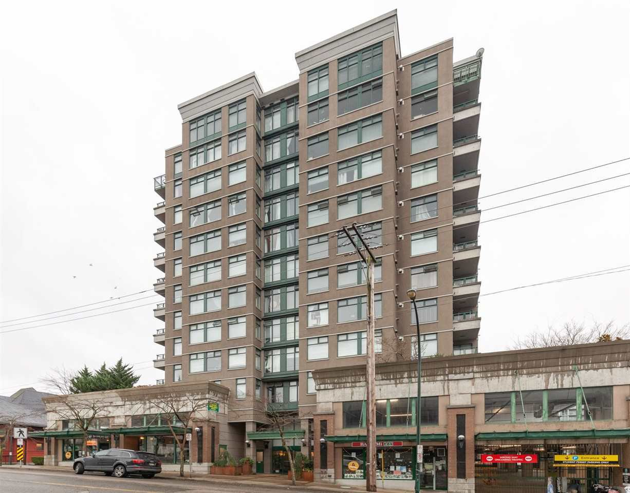 "Main Photo: 408 720 CARNARVON Street in New Westminster: Downtown NW Condo for sale in ""CARNARVON TOWERS"" : MLS®# R2520335"
