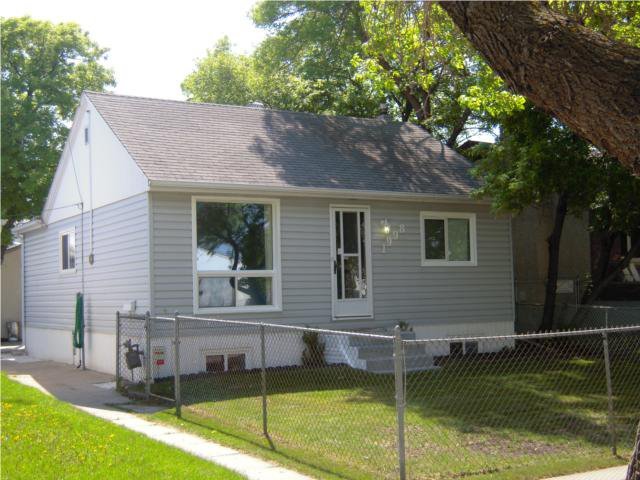 Main Photo: 1998 Pacific Avenue West in WINNIPEG: Brooklands / Weston Residential for sale (West Winnipeg)  : MLS®# 1009993