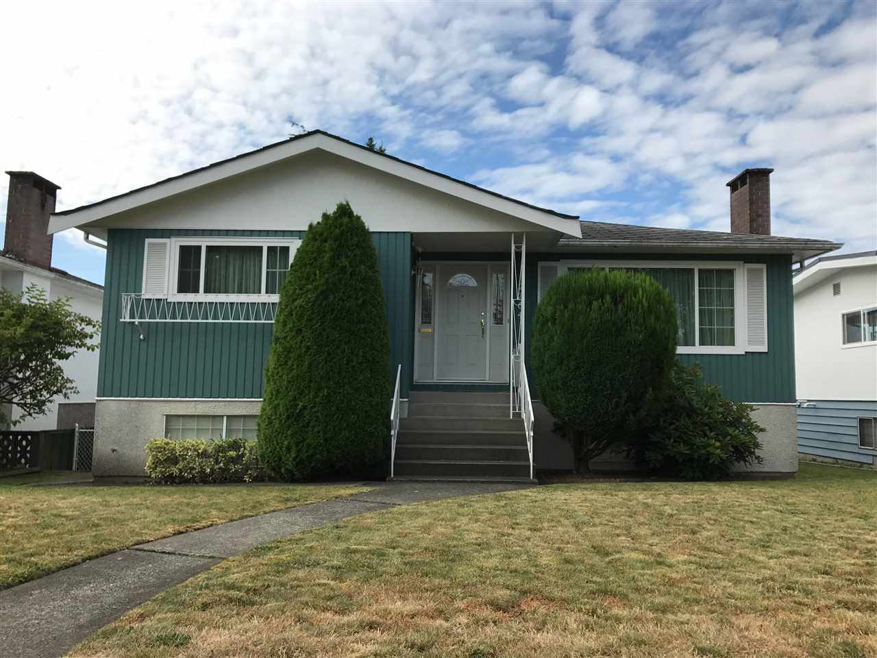 Main Photo: 2764 E 54TH AVENUE in Vancouver: Fraserview VE House for sale (Vancouver East)  : MLS®# R2189038