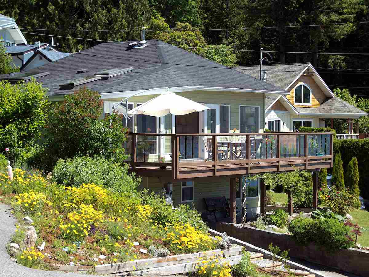 Main Photo: 458 CENTRAL Avenue in Gibsons: Gibsons & Area House for sale (Sunshine Coast)  : MLS®# R2389953