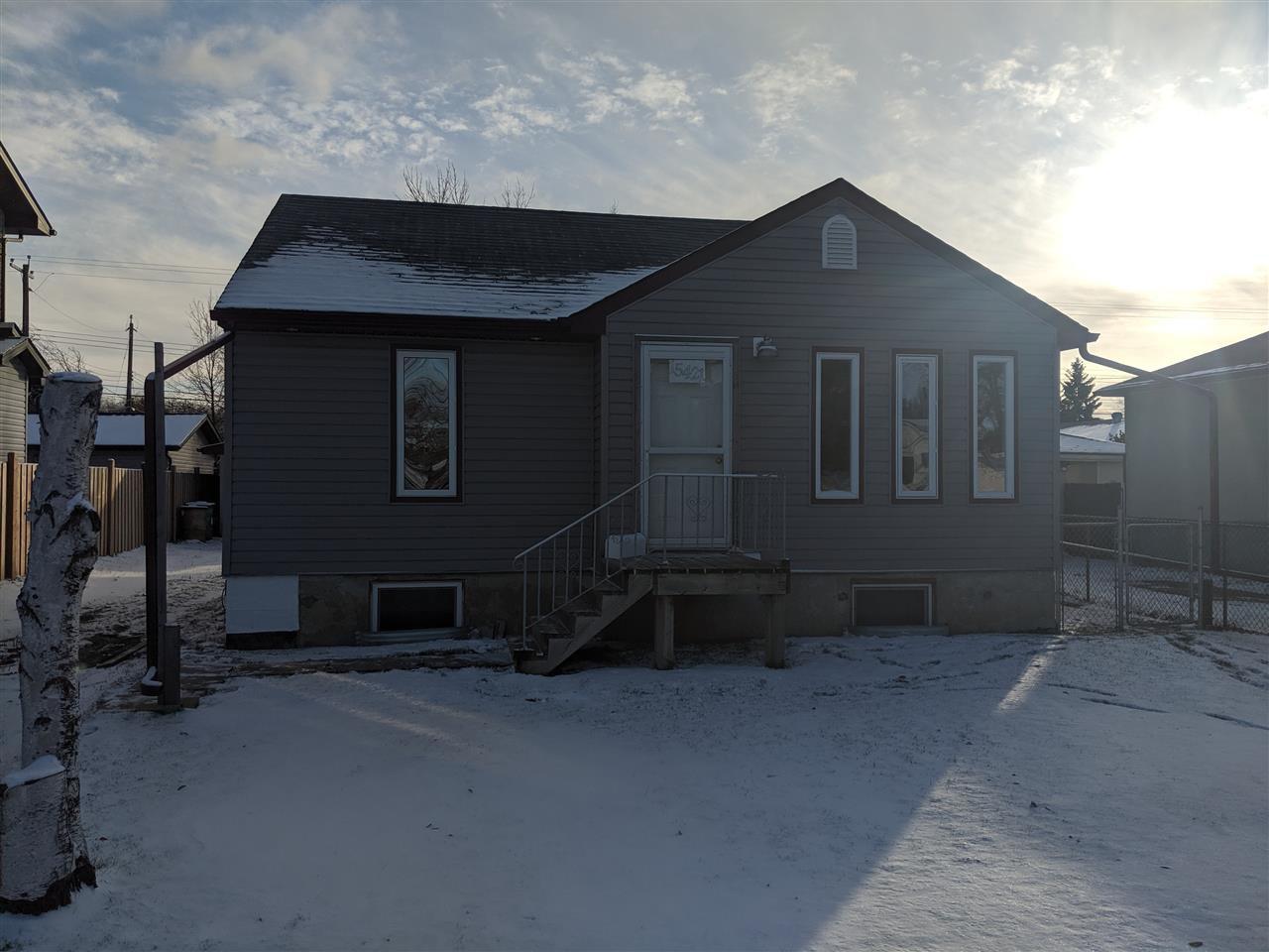 Main Photo: 15421 95 Avenue in Edmonton: Zone 22 House for sale : MLS®# E4179196