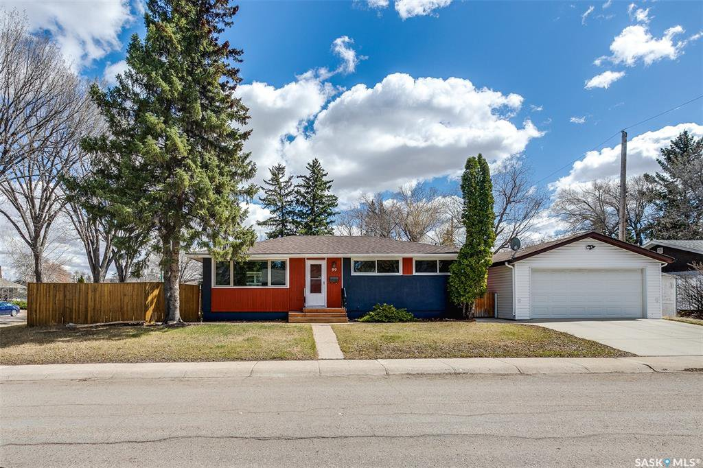 Main Photo: 99 Lindsay Drive in Saskatoon: Greystone Heights Residential for sale : MLS®# SK806364