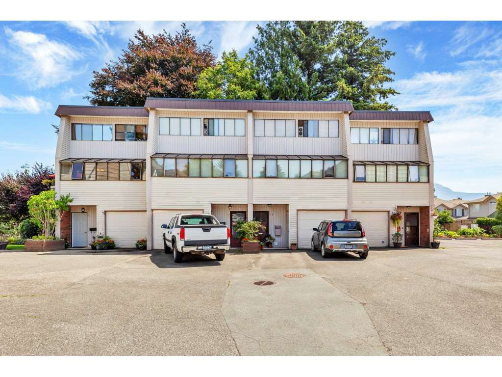 """Main Photo: 8 9446 HAZEL Street in Chilliwack: Chilliwack E Young-Yale Townhouse for sale in """"Delong Gardens"""" : MLS®# R2475378"""