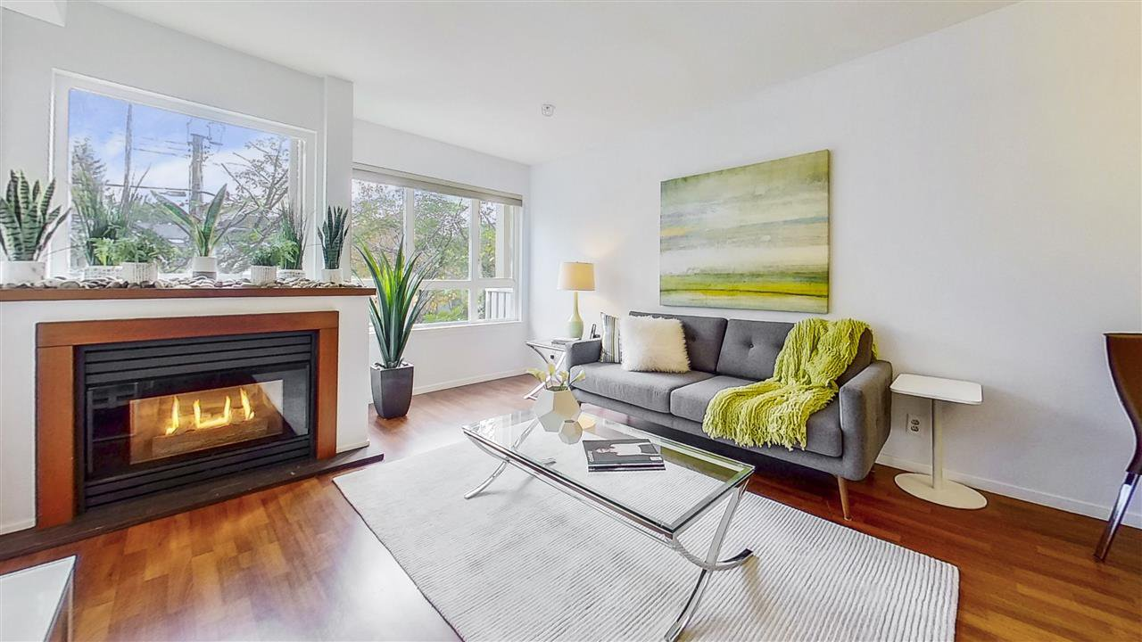 "Main Photo: 204 1623 E 2ND Avenue in Vancouver: Grandview Woodland Condo for sale in ""GRANDVIEW MANOR"" (Vancouver East)  : MLS®# R2502510"