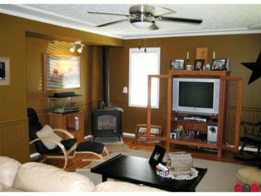 Photo 5: Photos: 972 COLUMBIA Street in Abbotsford: Poplar House for sale