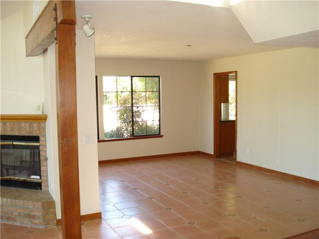 Photo 4: Photos: POWAY House for sale : 4 bedrooms : 13735 Paseo Bonita
