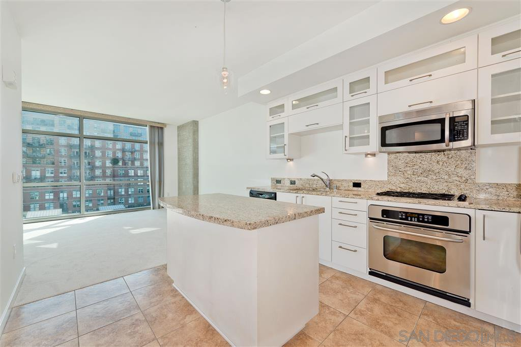 Main Photo: DOWNTOWN Condo for rent : 1 bedrooms : 800 The Mark Ln #608 in San Diego