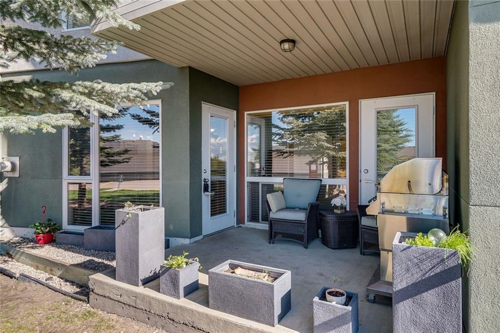 Main Photo: 106 69 SPRINGBOROUGH Court SW in Calgary: Springbank Hill Apartment for sale : MLS®# C4299091