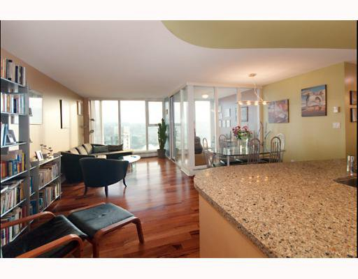 "Main Photo: 3105 1009 EXPO Boulevard in Vancouver: Downtown VW Condo  in ""LANDMARK 33"" (Vancouver West)  : MLS®# V801794"
