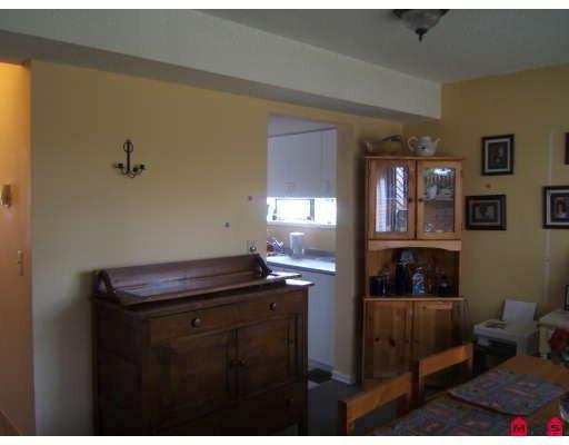 "Photo 4: Photos: 15776 MCBETH Road in Surrey: King George Corridor Townhouse for sale in ""ALDERWOOD"" (South Surrey White Rock)  : MLS®# F2913274"
