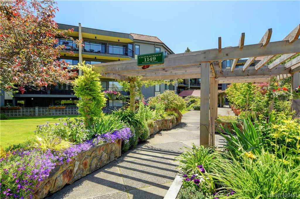 Main Photo: 201 1149 Rockland Ave in VICTORIA: Vi Downtown Condo Apartment for sale (Victoria)  : MLS®# 832124