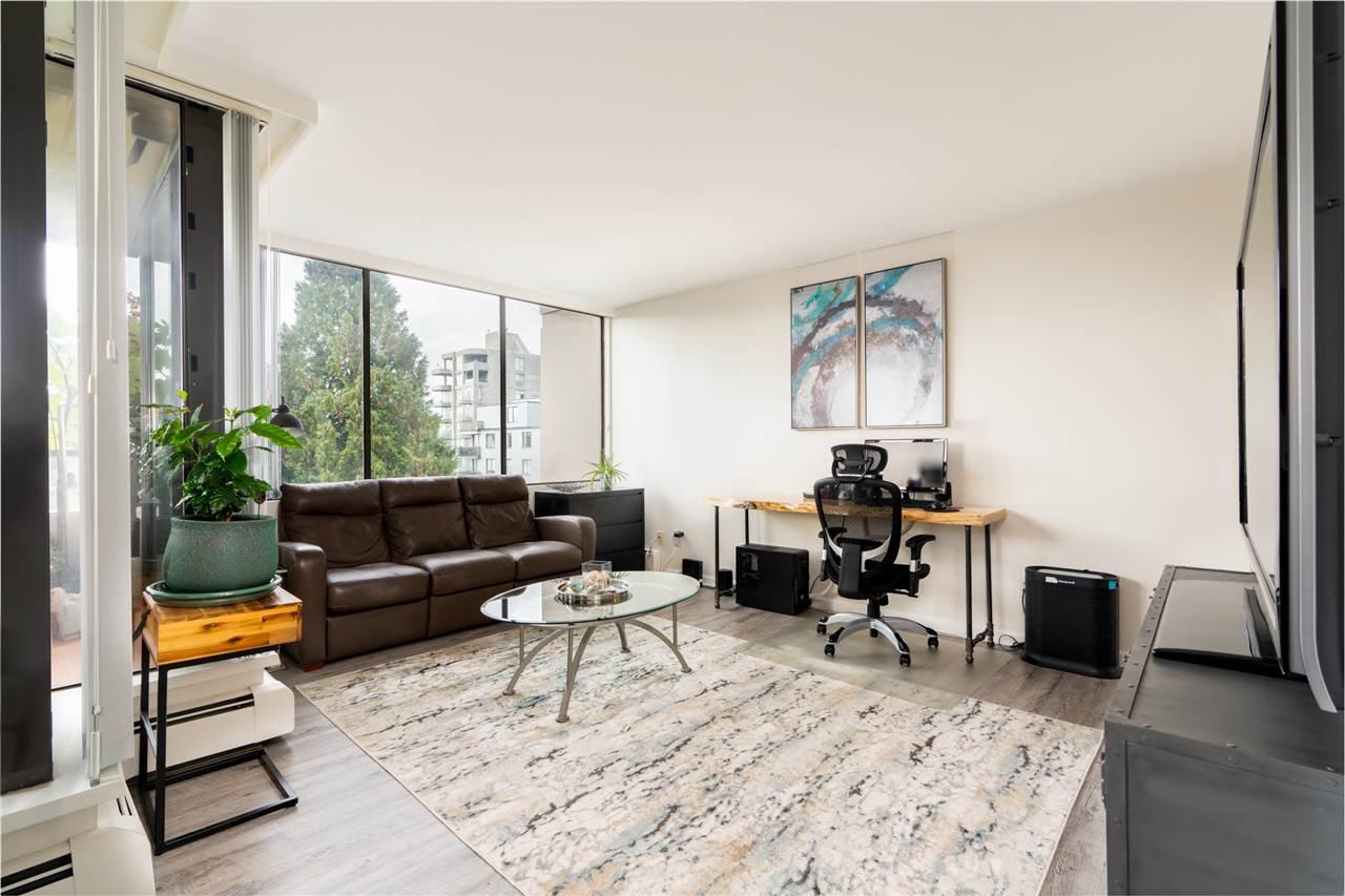 "Main Photo: 502 1737 DUCHESS Avenue in West Vancouver: Ambleside Condo for sale in ""The Bristol"" : MLS®# R2436906"