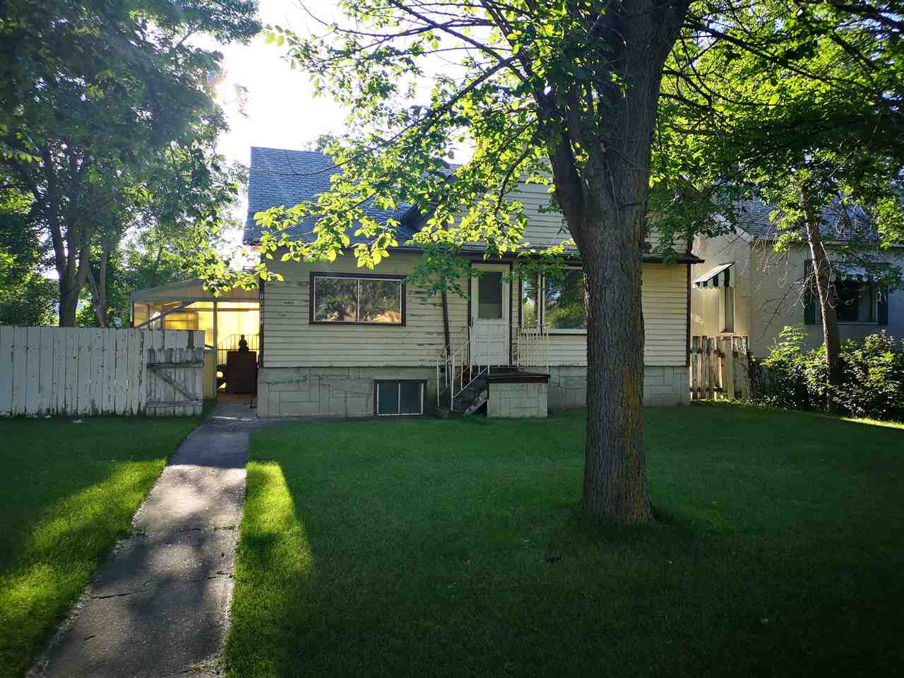 Main Photo: 10952 108 Street in Edmonton: Zone 08 House for sale : MLS®# E4210100