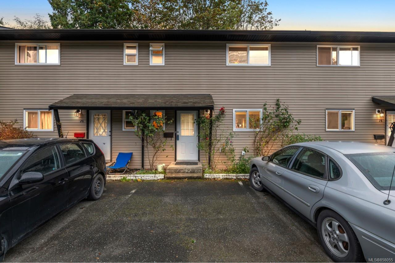 Main Photo: 27 3025 Cowichan Lake Rd in : Du West Duncan Row/Townhouse for sale (Duncan)  : MLS®# 858055
