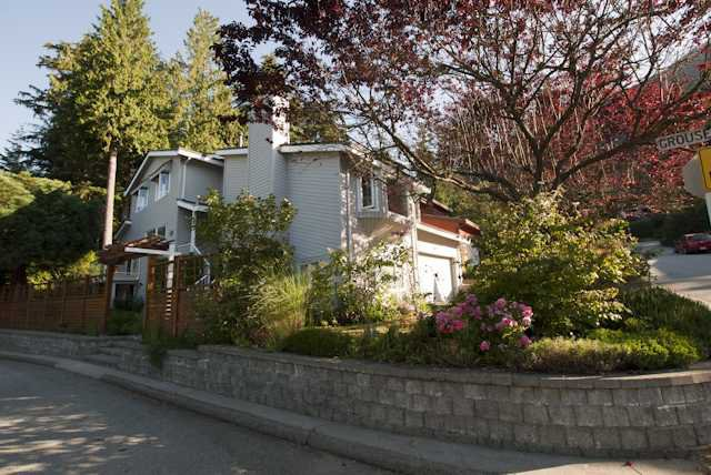 """Main Photo: 5615 HONEYSUCKLE Place in North Vancouver: Grouse Woods House for sale in """"Grouse Woods"""" : MLS®# V844305"""