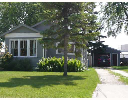 Main Photo: 30 NORBERRY Drive in WINNIPEG: St Vital Residential for sale (South East Winnipeg)  : MLS®# 2913702