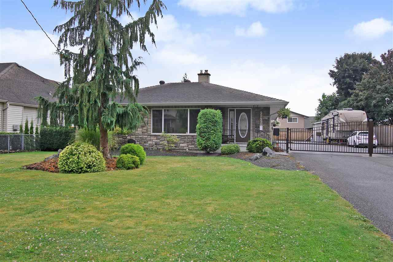 Main Photo: 45490 SOUTH SUMAS Road in Sardis: Sardis West Vedder Rd House for sale : MLS®# R2399496