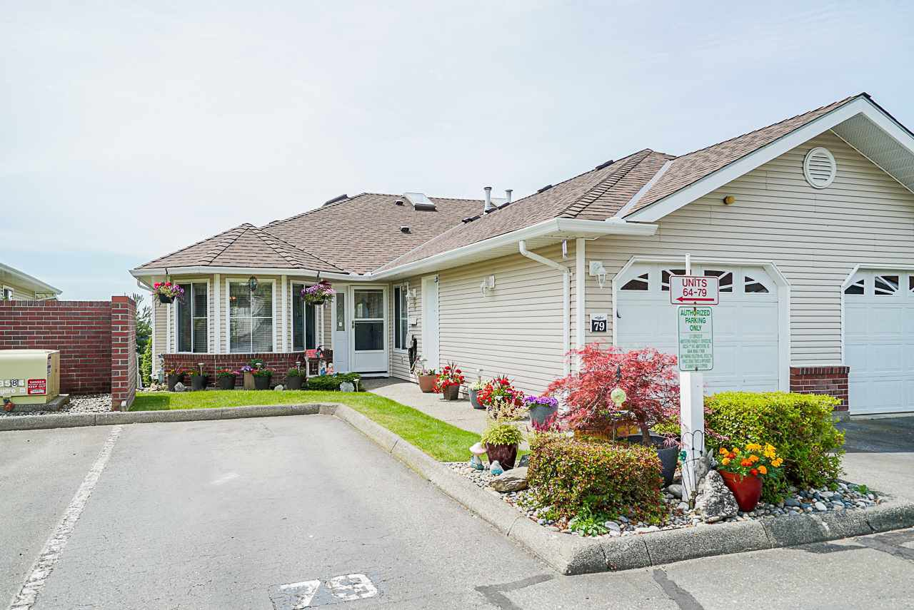 "Main Photo: 79 1973 WINFIELD Drive in Abbotsford: Abbotsford East Townhouse for sale in ""BELMONT RIDGE"" : MLS®# R2470545"
