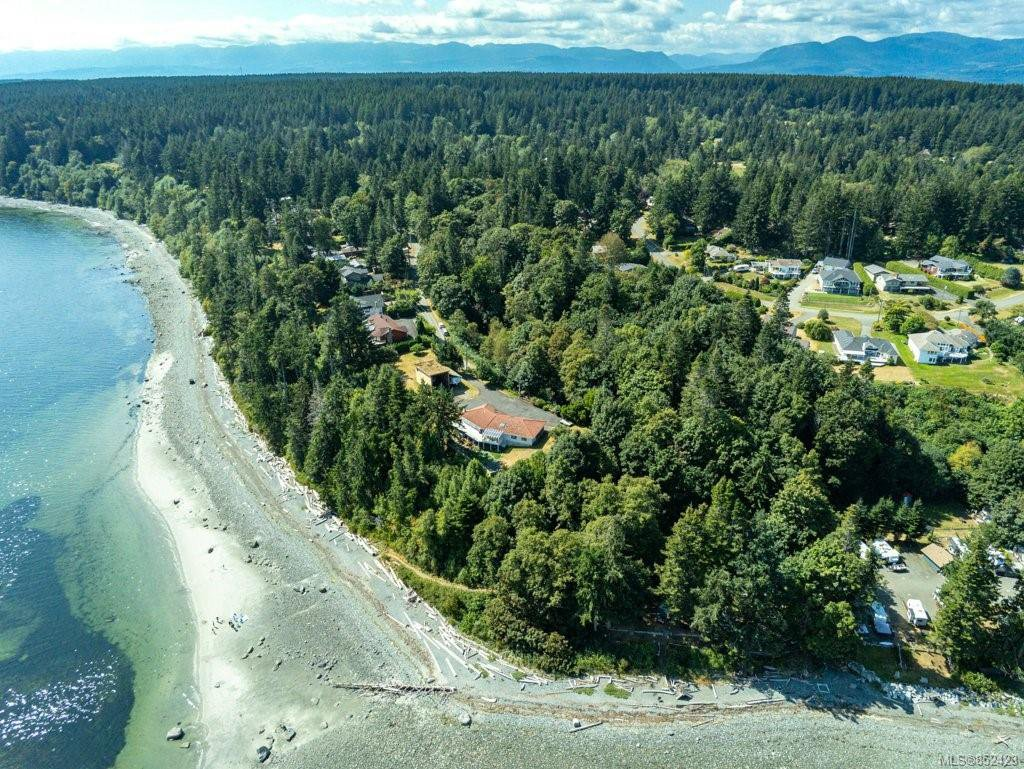 Main Photo: 5684 Seacliff Rd in : CV Comox Peninsula Single Family Detached for sale (Comox Valley)  : MLS®# 852423