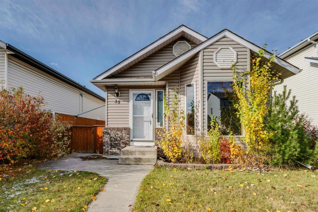 Main Photo: 35 Rivercrest Way SE in Calgary: Riverbend Detached for sale : MLS®# A1042507