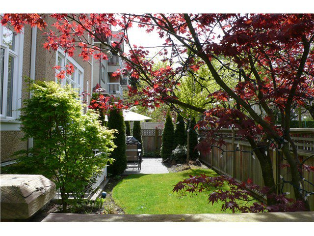 """Photo 10: Photos: 698 W 13TH Avenue in Vancouver: Fairview VW Townhouse for sale in """"HEATHER CROSSING"""" (Vancouver West)  : MLS®# V823692"""