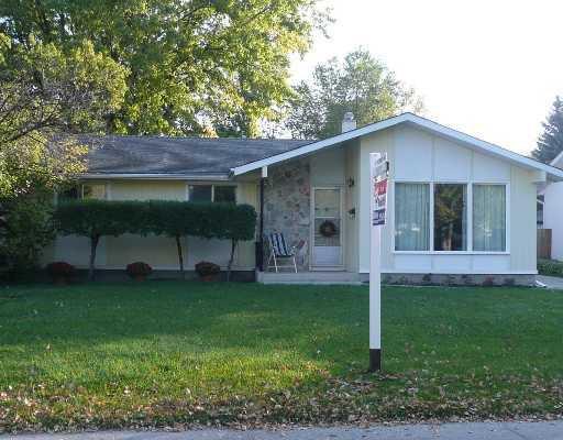 Main Photo: 16 CABOT Crescent in WINNIPEG: St Vital Residential for sale (South East Winnipeg)  : MLS®# 2818576
