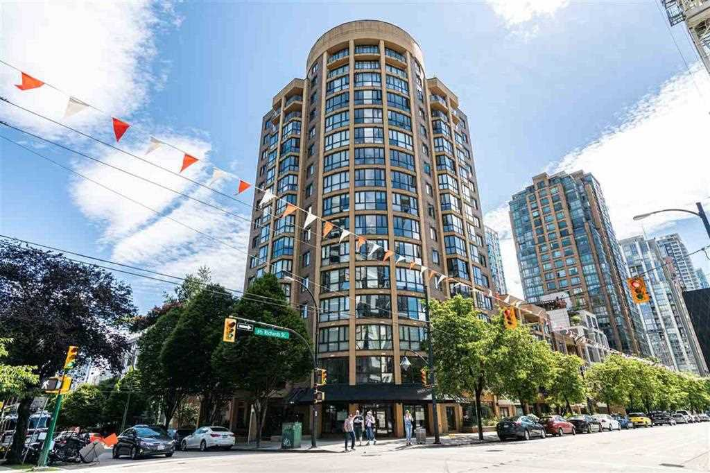 """Main Photo: 604 488 HELMCKEN Street in Vancouver: Yaletown Condo for sale in """"ROBINSON TOWER"""" (Vancouver West)  : MLS®# R2418705"""