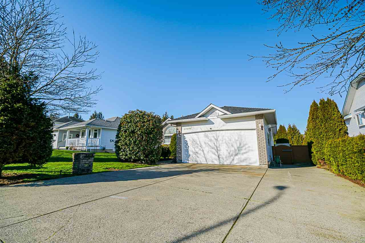 Main Photo: 27041 26A Avenue in Langley: Aldergrove Langley House for sale : MLS®# R2456716