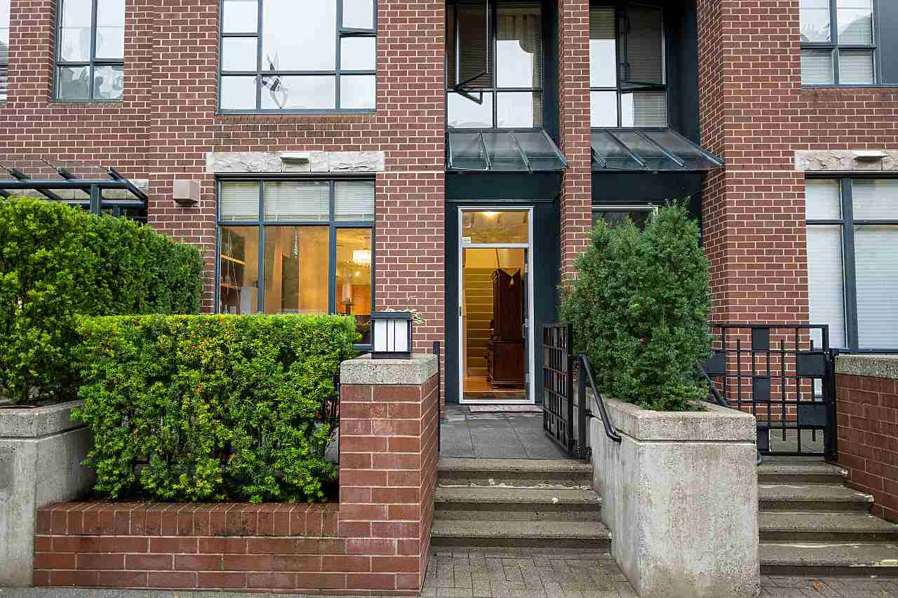 "Main Photo: 2270 REDBUD Lane in Vancouver: Kitsilano Townhouse for sale in ""ANSONIA"" (Vancouver West)  : MLS®# R2508791"