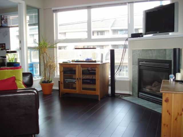 """Main Photo: 204 2025 STEPHENS Street in Vancouver: Kitsilano Condo for sale in """"STEPHENS COURT"""" (Vancouver West)  : MLS®# V806297"""