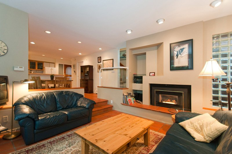 Photo 2: Photos: 2958 W 3RD Avenue in Vancouver: Kitsilano Townhouse for sale (Vancouver West)  : MLS®# V825641