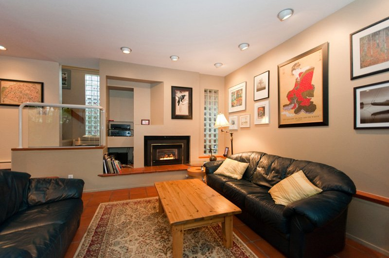 Photo 3: Photos: 2958 W 3RD Avenue in Vancouver: Kitsilano Townhouse for sale (Vancouver West)  : MLS®# V825641