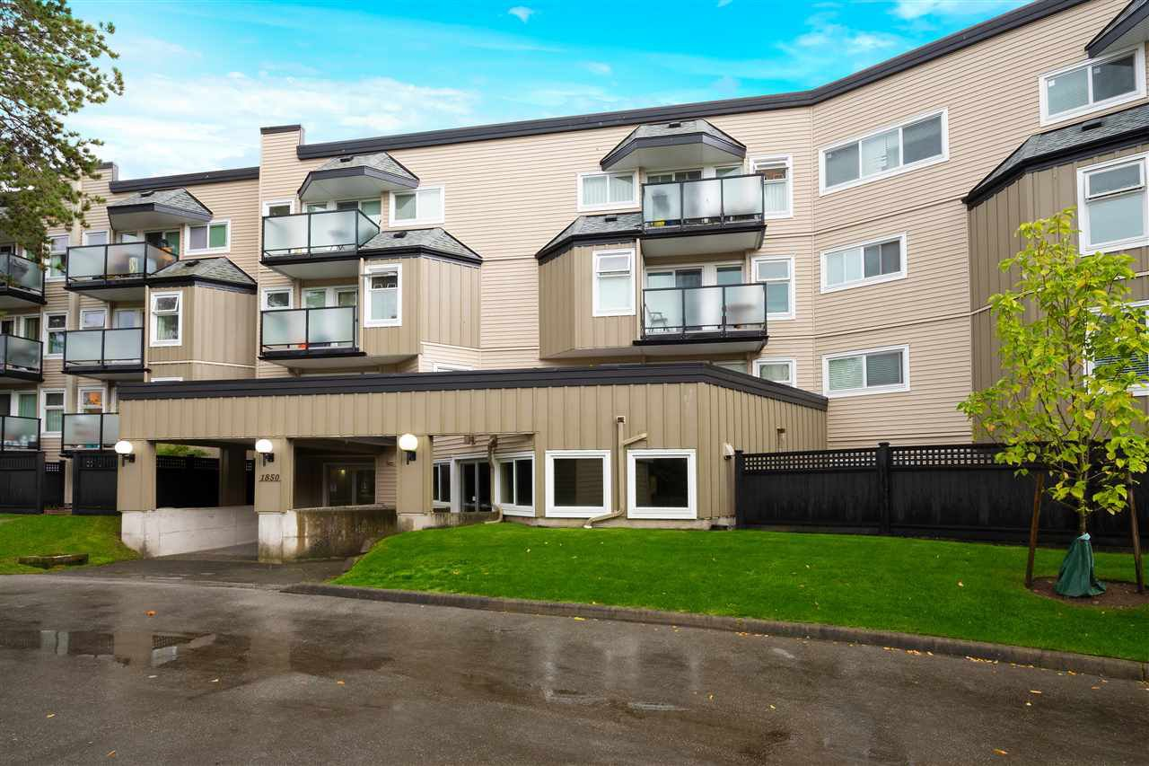 """Main Photo: 5 1850 E SOUTHMERE Crescent in Surrey: Sunnyside Park Surrey Condo for sale in """"Southmere Place"""" (South Surrey White Rock)  : MLS®# R2410986"""