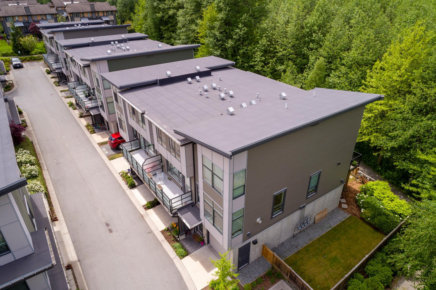 """Main Photo: 1177 NATURES GATE Crescent in Squamish: Downtown SQ Townhouse for sale in """"Natures Gate at Eaglewind"""" : MLS®# R2459208"""