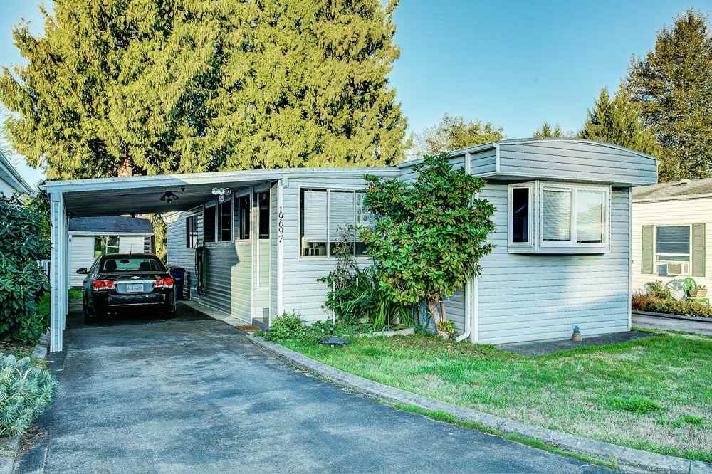 "Main Photo: 33 19697 POPLAR Drive in Pitt Meadows: Central Meadows Manufactured Home for sale in ""Meadow Highlands Co-Op MHP"" : MLS®# R2504574"