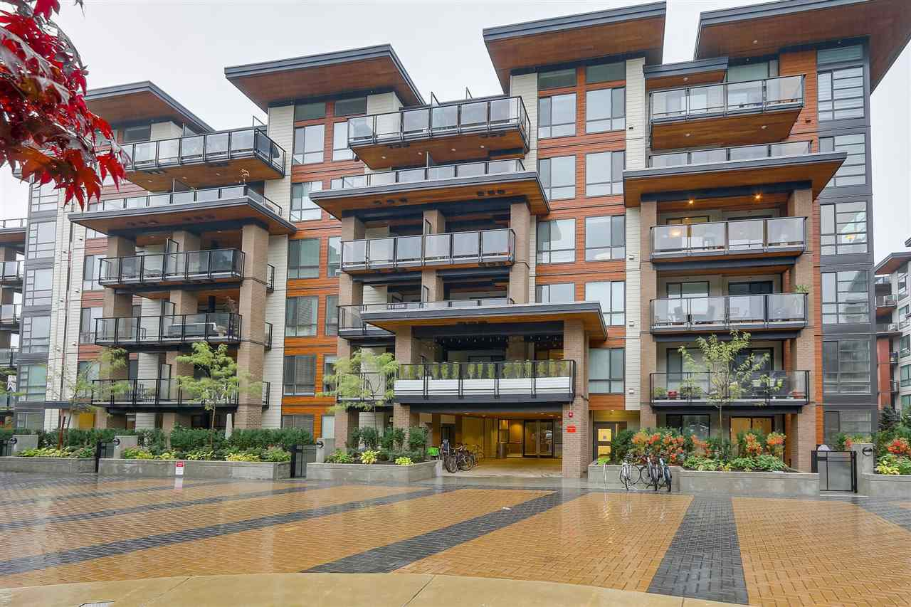 Main Photo: 404 719 W 3RD STREET in North Vancouver: Harbourside Condo for sale : MLS®# R2446930