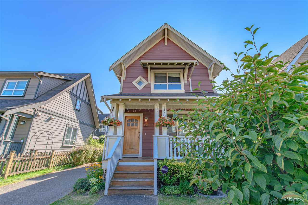Main Photo: 270 HOLLY Avenue in New Westminster: Queensborough House for sale : MLS®# R2481264