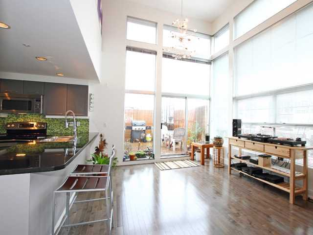 "Main Photo: 6 2088 W 11TH Avenue in Vancouver: Kitsilano Condo for sale in ""LOFTS IN KITS"" (Vancouver West)  : MLS®# V866328"